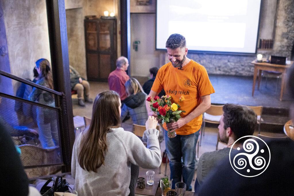 Gruppenhypnose für Glück und Erfolg von Tony Schaller, just happy center am Donnerstag, 20. Februar 2020 im Hotel Wetterhorn, Hasliberg