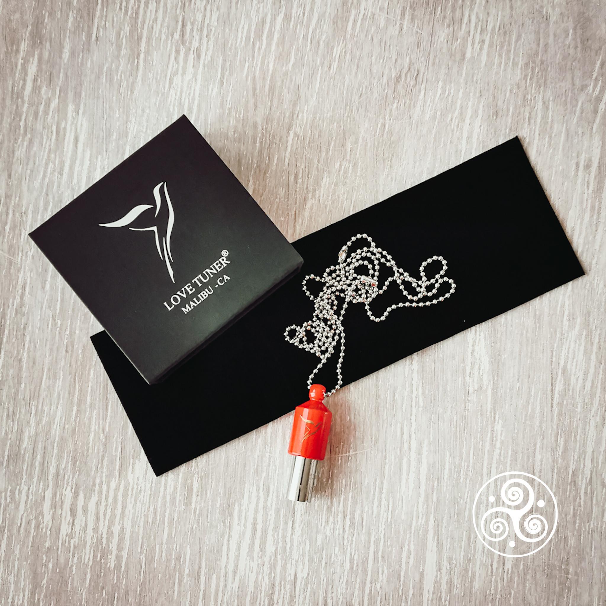 Lovetuner in rot mit Kugelkette